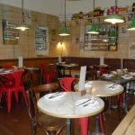 Bar Canalla amueblado con sillas Budi