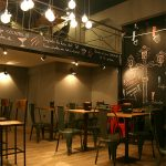 Fotos del interior de la cafetería Charlotte en Barcelona