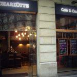 Fotos de la fachada de la cafetería Charlotte en Barcelona