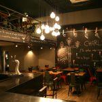 Fotos del mobiliario FS en la cafetería Charlotte de Barcelona.