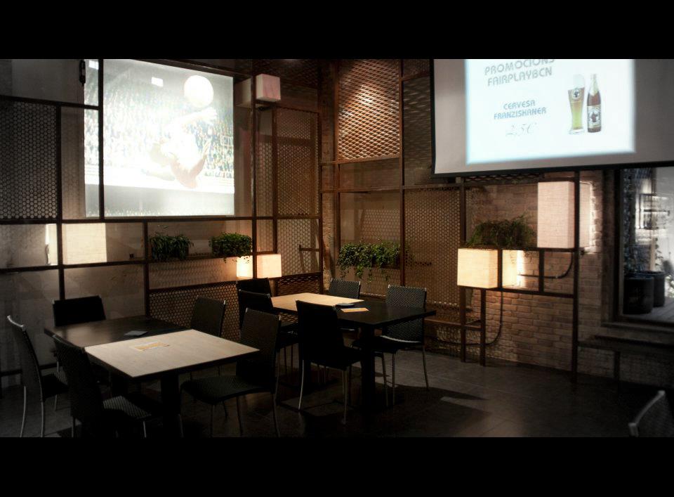 Decoracion Interior Del Restaurante Fairplaybcn Con Muebles Fs