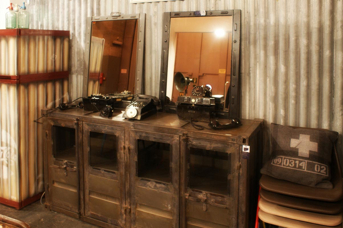Decoracion vintage de la firma fs muebles en intergift 2012 - Muebles industrial vintage ...
