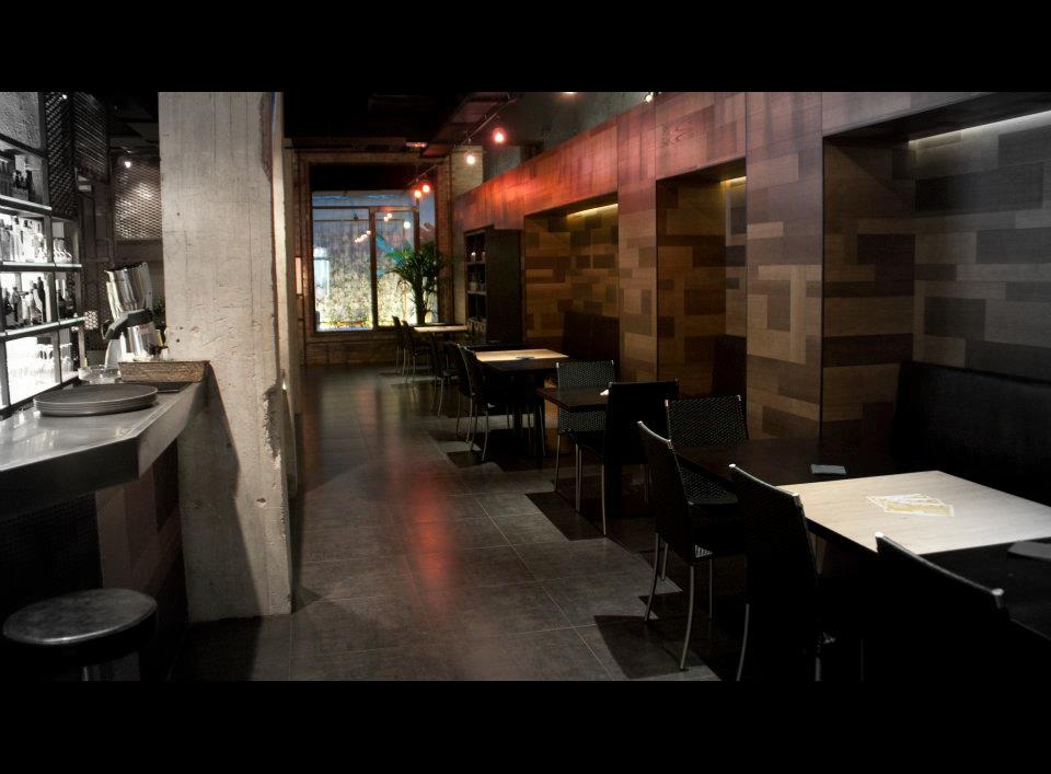 Decoracion interior del restaurante fairplaybcn con muebles fs for Muebles restaurante