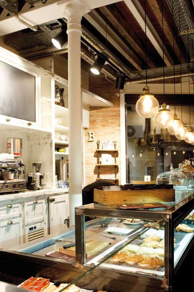 Fotos del interiorismo de la panaderia pastelería Serrajòrdia Taller de Pa