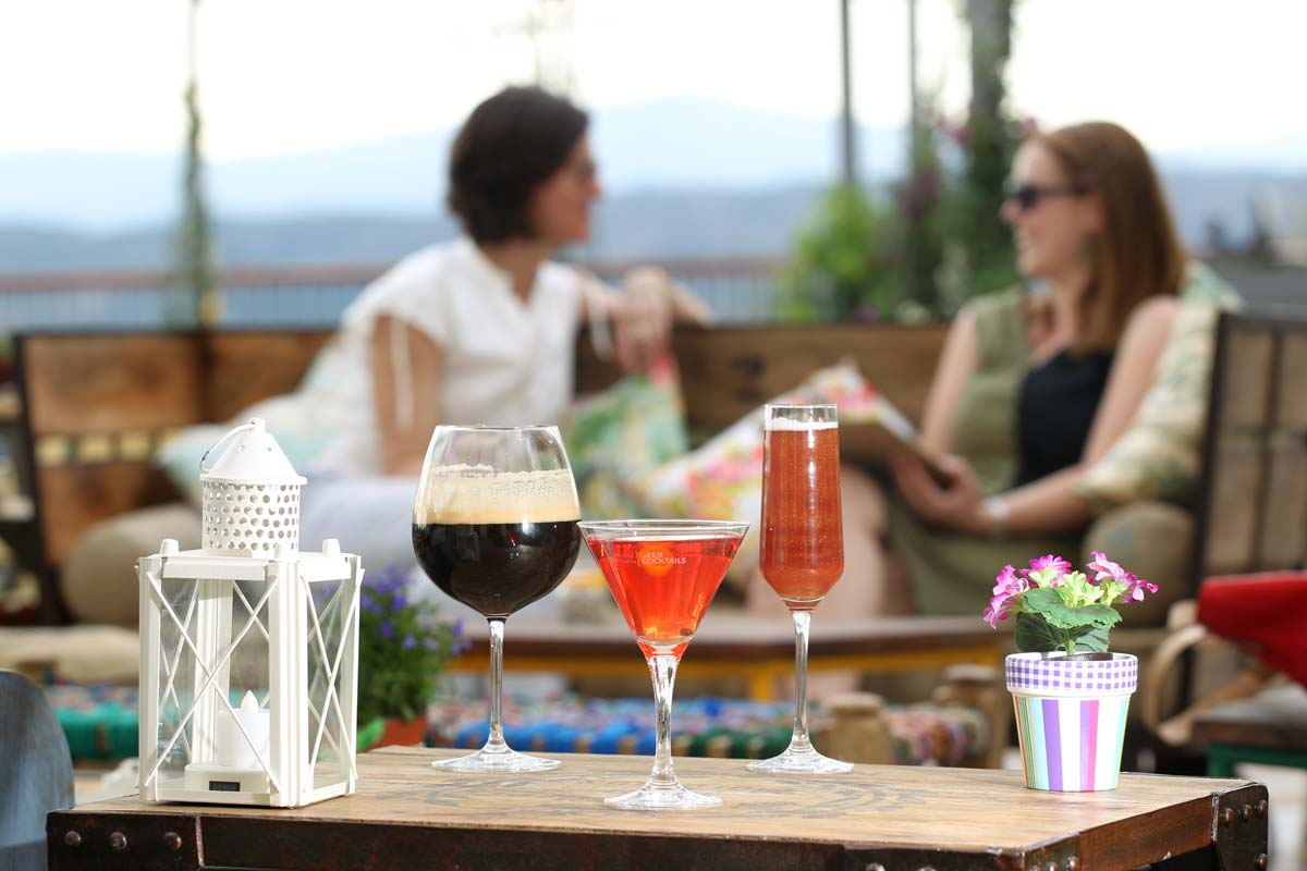 Fotos de Decoración de la terraza de verano de Las Rozas Village