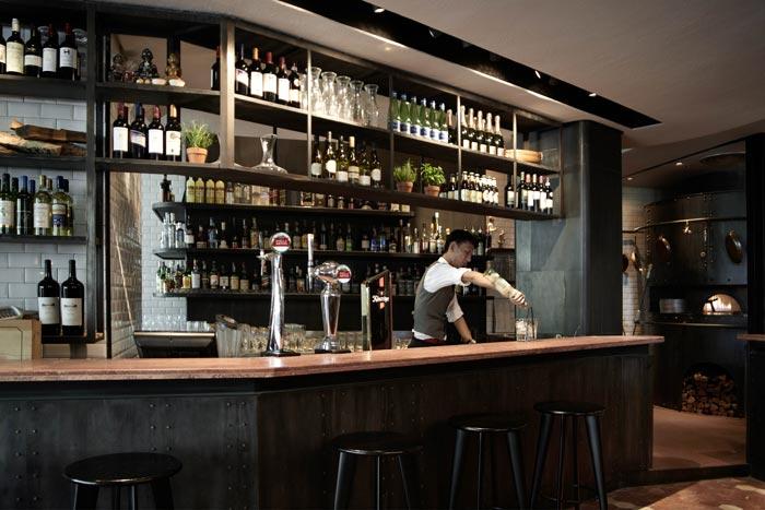 Imágenes de la barra de bar en el restaurante pizzería Matto