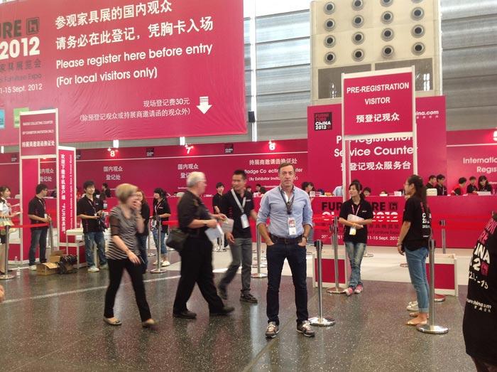 Imágenes de Francisco Segarra en la la feria del mueble Furniture China 2012