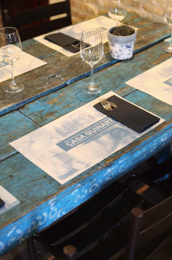 Imágenes de la identidad corporativa del restaurante Casa Guinart en Barcelona