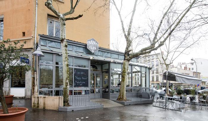 Fotos de la fachada del Café Chantecler en Lyon
