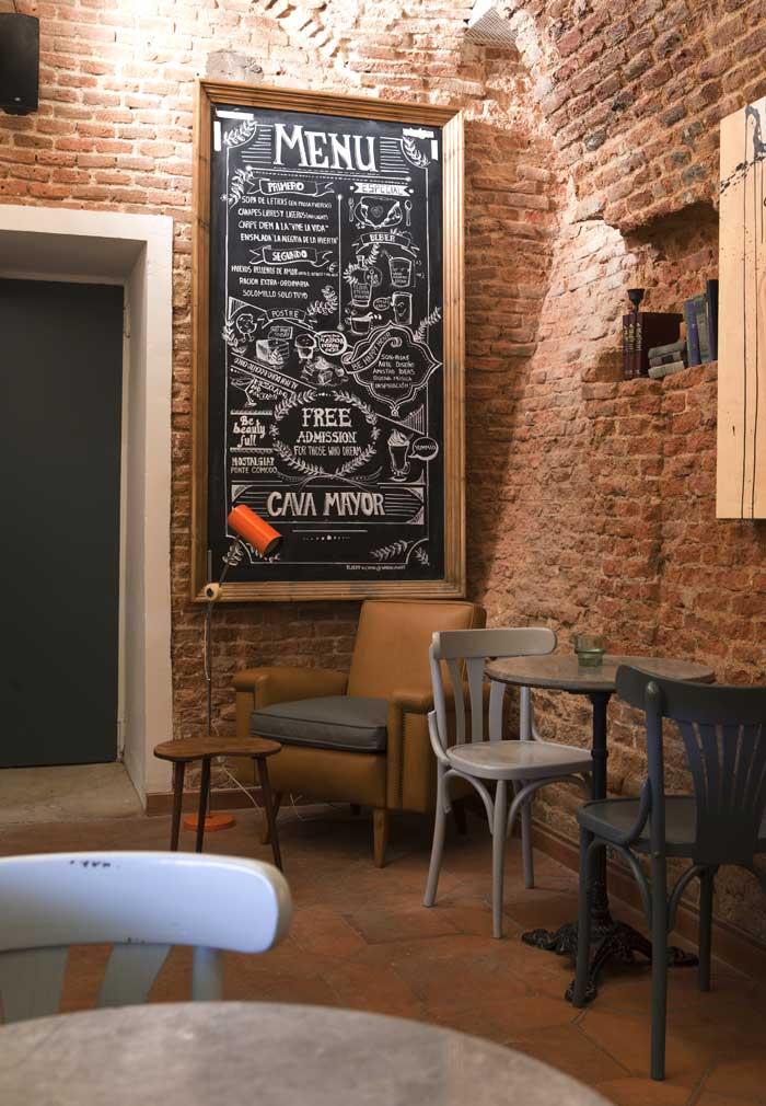 Imágenes del mobiliario vintage en Cava Mayor de Cafe&Té