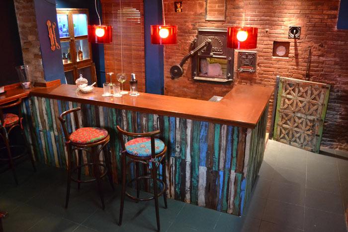 Mobiliario vintage de la firma francisco segarra en degvusta for Bar para casa rustico
