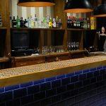 Fotos del diseño de la barra de bar del restaurante Las Cavas