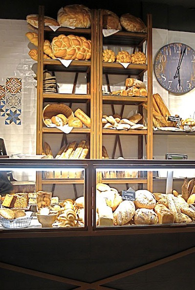 Mobiliario vintage en la nueva imagen de la panader a vallesp for Muebles paco palencia