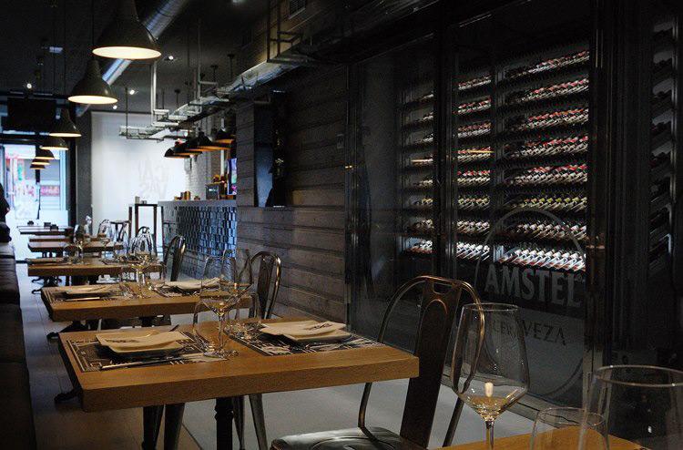 Dise o interiorismo y decoraci n restaurante las cavas - Decoracion de interiores de bares ...