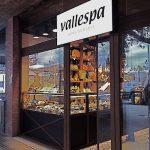 Imágenes del escaparate de la panadería Vallespà