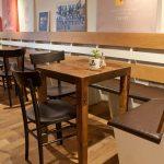 Imágenes de las mesas y sillas de la cafetería Beat Café & Soul