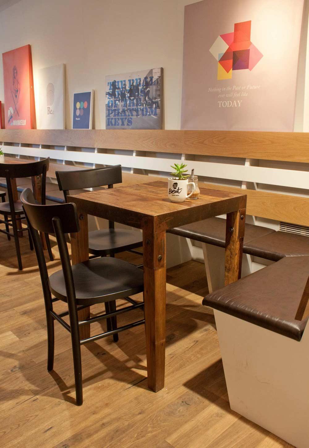 Proyecto de interiorismo de la cafeter a beat caf soul for Mesas para cafeteria