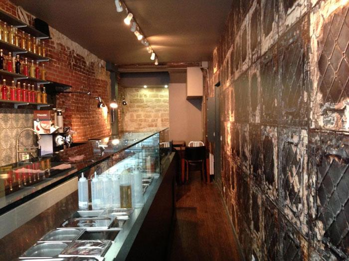 Imágenes del proyecto de interiorismo en la cafetería Le Baguel Market