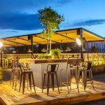 Imágenes de los taburetes para hostelería en la cafetería Il Rosso Puerto