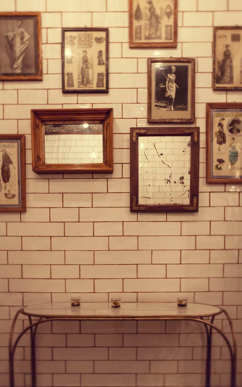 Imagen del interiorismo y decoración del baño en cafetería Forn Le Petit Pain