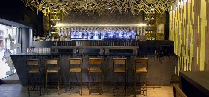 Foto de la barra de bar de la cervecería BierCaB.