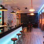 Imagen de la barra en el bar de tapas de la cadena DVINOS