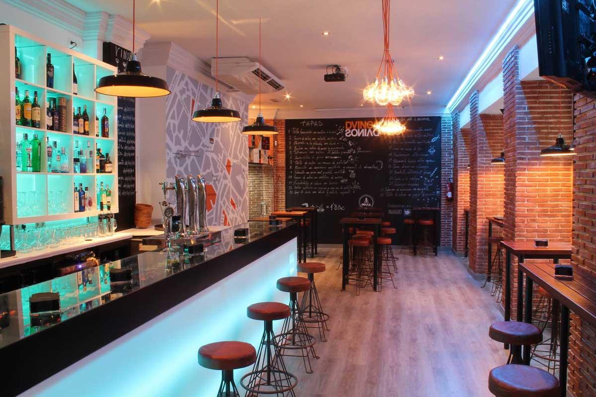 Nueva decoraci n en bar de tapas dvinos con muebles fs for Decoracion barras de bar rusticas
