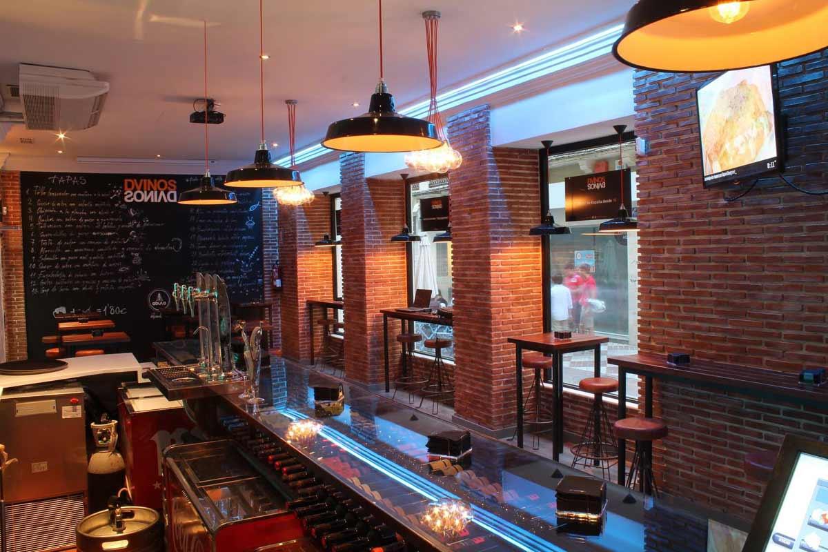 Nueva decoraci n en bar de tapas dvinos con muebles fs - Iluminacion de bares ...