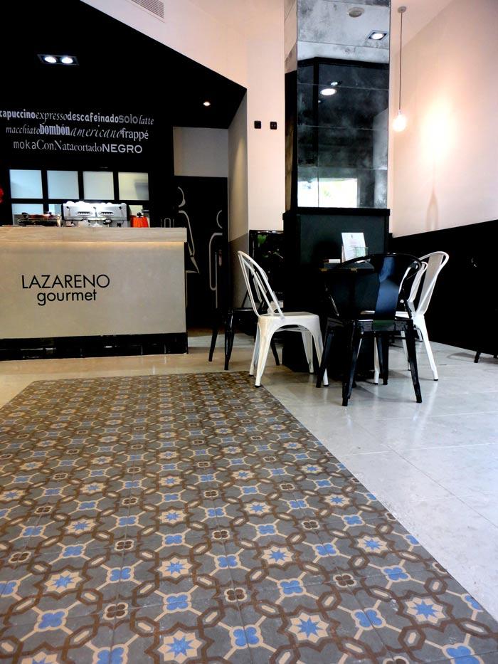 Fotos del interiorismo y decoración de las panaderías Lazareno Gourmet.