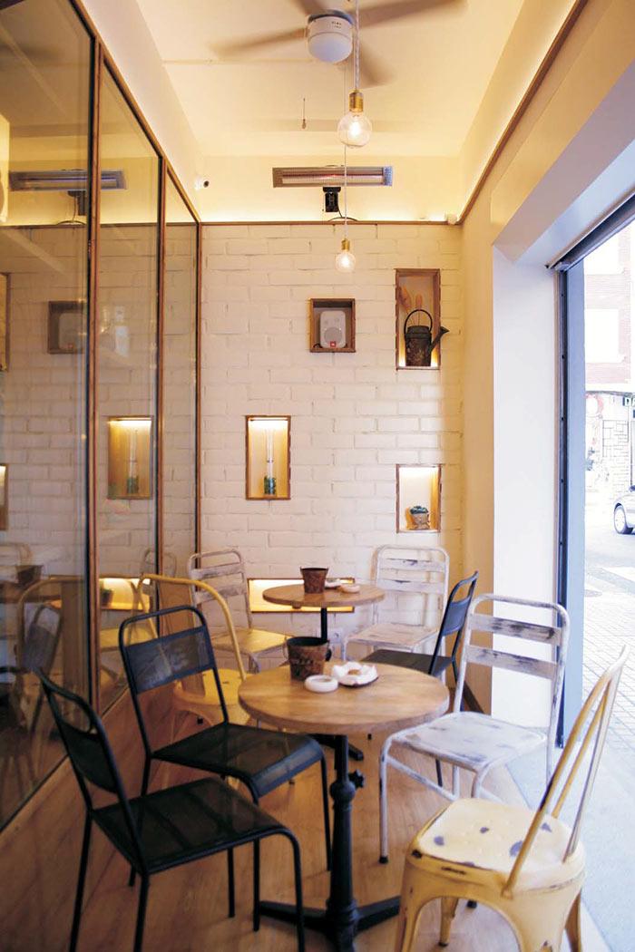 Fotos de las Sillas bar Francisco Segarra en cafetería Cinco Sentidos.