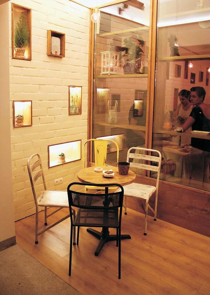 Foto de las sillas para cafeterías Francisco Segarra.