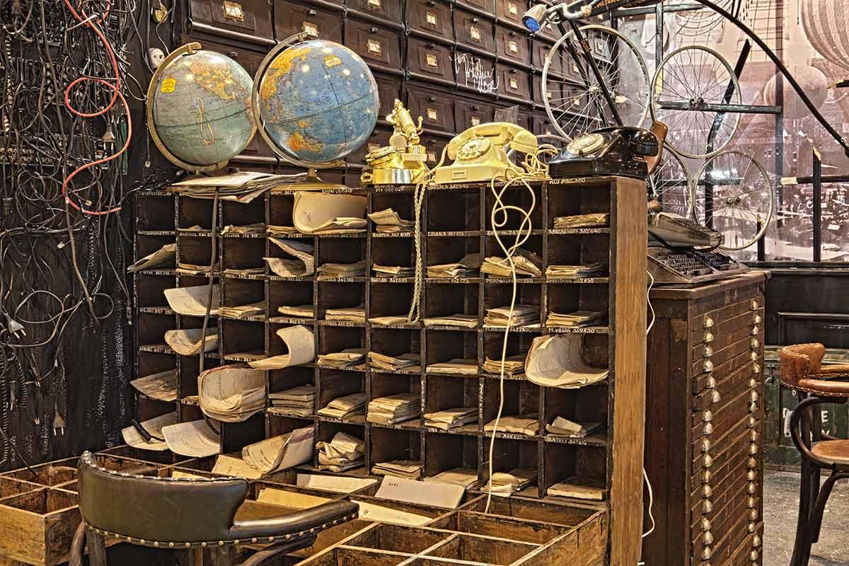 Noticia sobre las antigüedades para decoración de comercios, cafeterías y restaurantes.