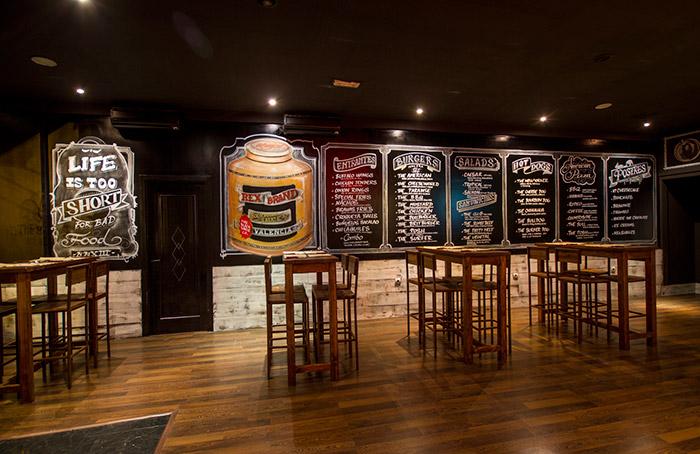 Foto del interiorismo y decoración hamburguesería The Black Turtle.