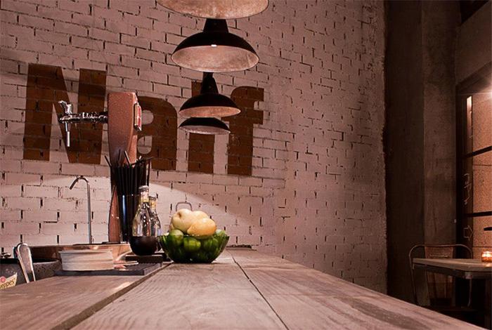 Imagen de la estética industrial en el restaurante Naif.