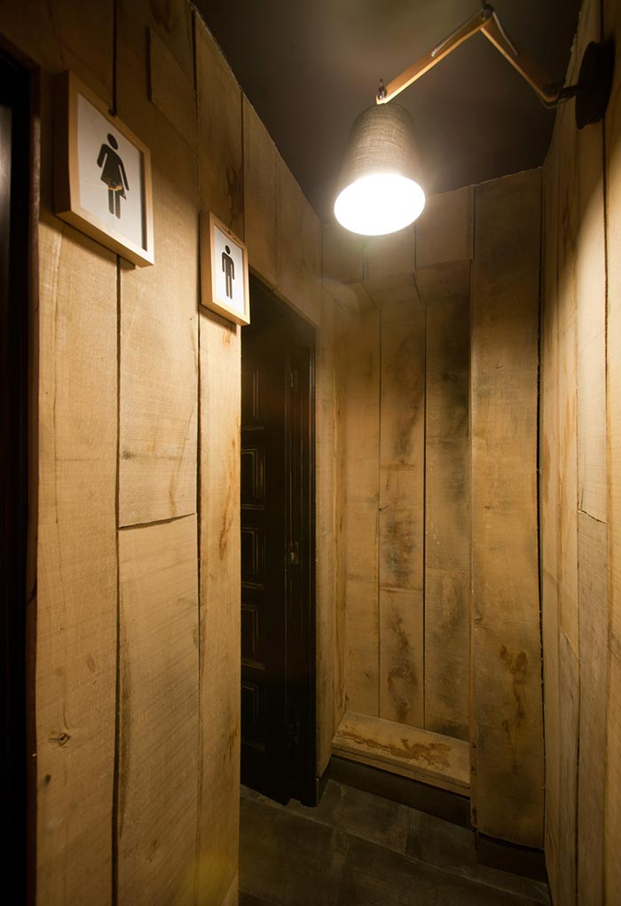Fotos del diseño de los aseos en bar La Tapería.