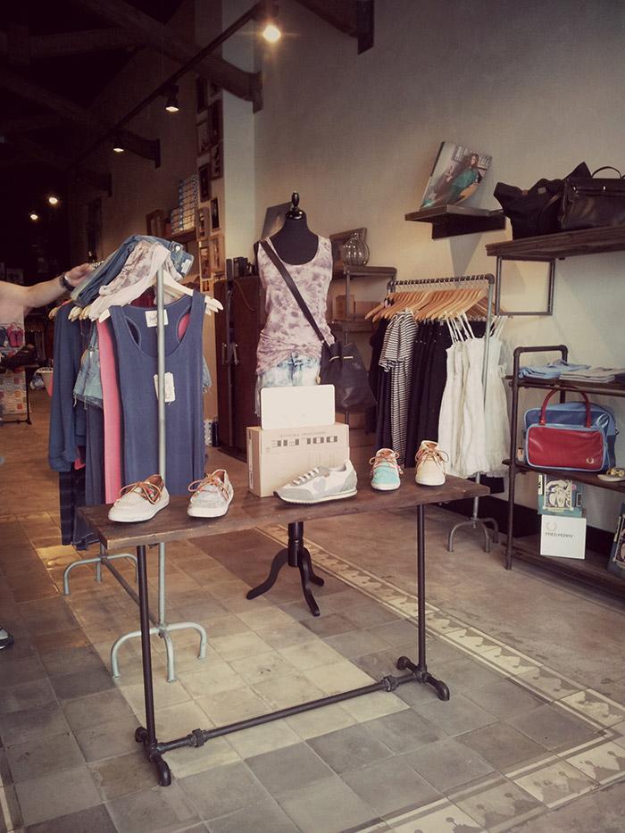 Foto del Mobiliario para tiendas en el proyecto de interiorismo comercial de Simón store.