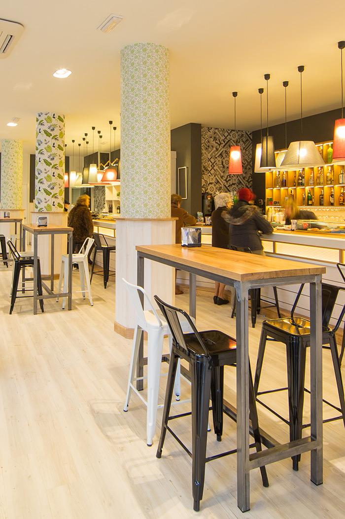 Proyectos de interiorismo profesional for Modelos de mesas para cafeteria