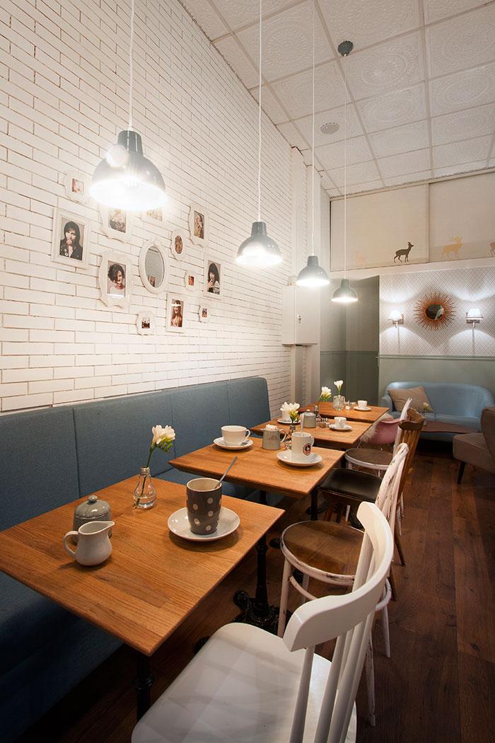 Imágenes de sillas e iluminación para cafeterías y coffe shops.