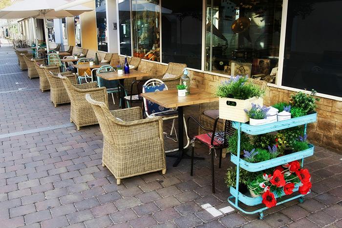 Proyecto interiorismo decoraci n de terraza para hosteler a for Mobiliario para bar