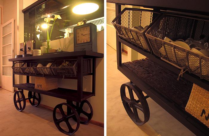 Imagen de los carros auxiliares para decoración retro industrial en hostelería.
