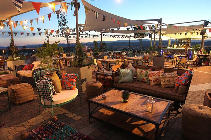 Fotos mobiliario terraza Las Rozas Village.