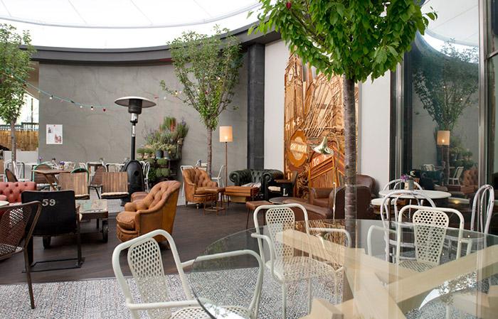 Imágenes de mesas, sillas, muebles vintage, tendencias en Casa Decor.