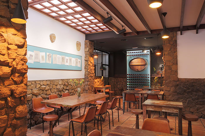 Proyecto remodelaci n y decoraci n bar restaurante la zaranda for Mobiliario para bar