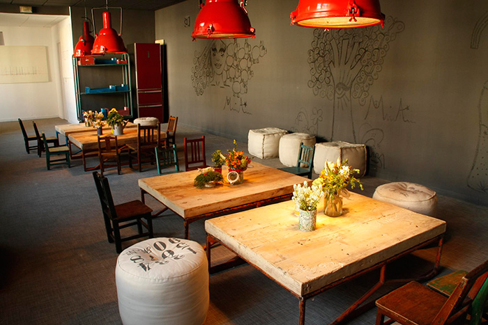 Imagenes de los muebles en el espacio juvenil de Casa Decor.