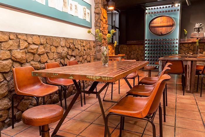 Proyecto remodelaci n y decoraci n bar restaurante la zaranda for Sillas madera cafeteria