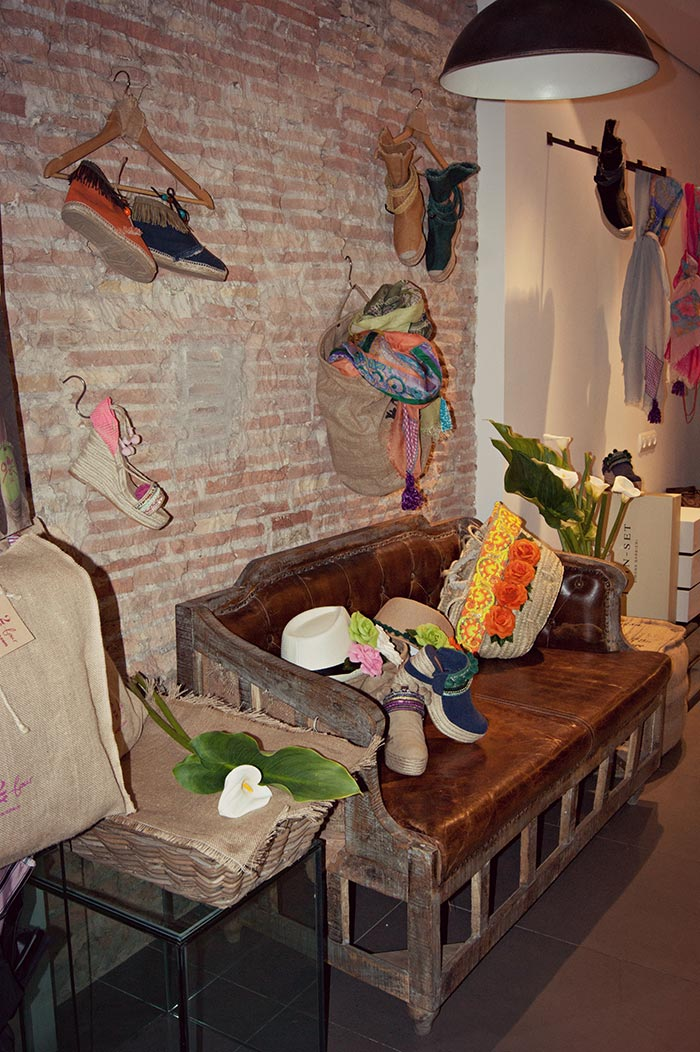 Imagen del mobiliario para comercios Francisco Segarra.