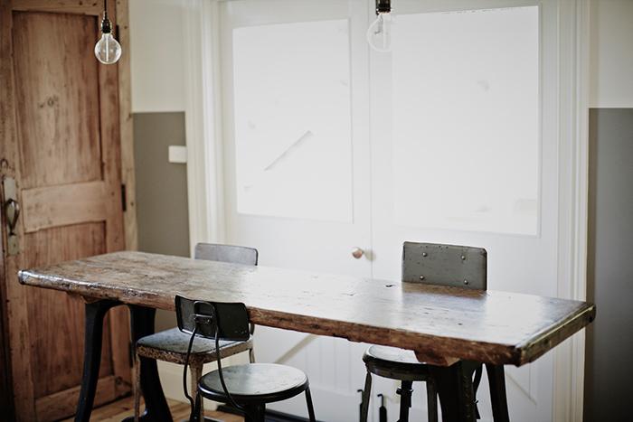 Fotos. Taburetes y mesas para decoración industrial.