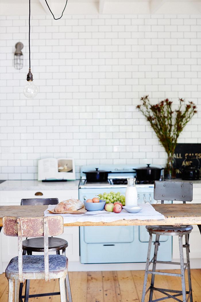 Fotos. Taburetes. mesas, muebles para interiorismo.