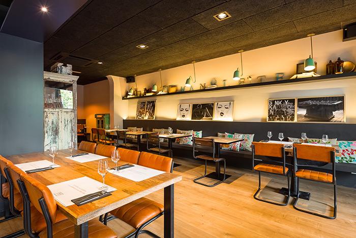 Fotos. Bancos corridos para cafeterías y restaurantes.