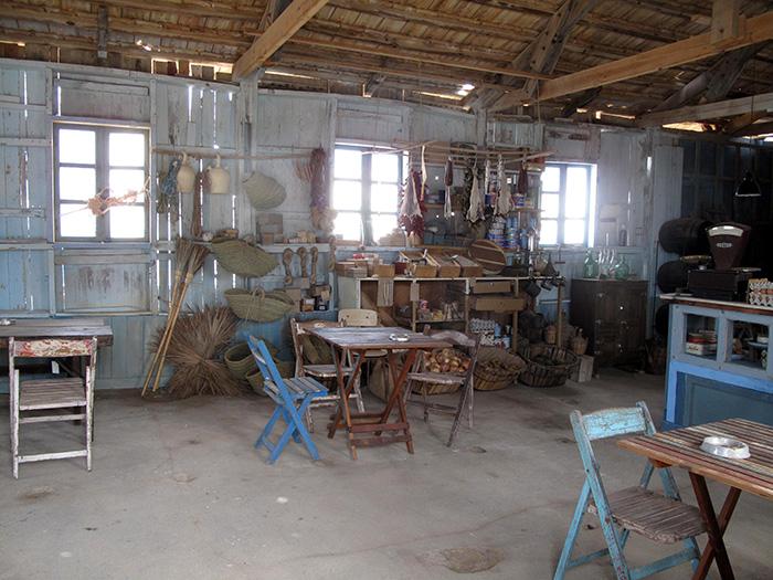 Fotos. Muebles escenografía Francisco Segarra.